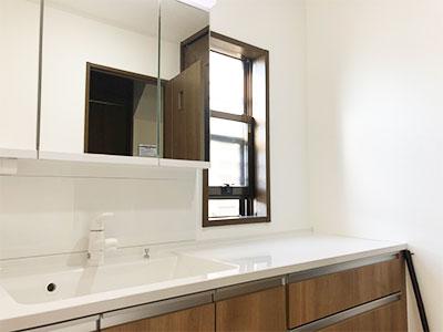 Panasonic洗面化粧台Cラインを広い洗面室に設置 壁紙とクッションフロアも一新しました