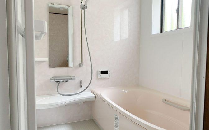 グリーン住宅ポイント対象得するリフォーム システムバスルーム「Arise Z」白を基調に薄いピンク浴槽が大変キレイ