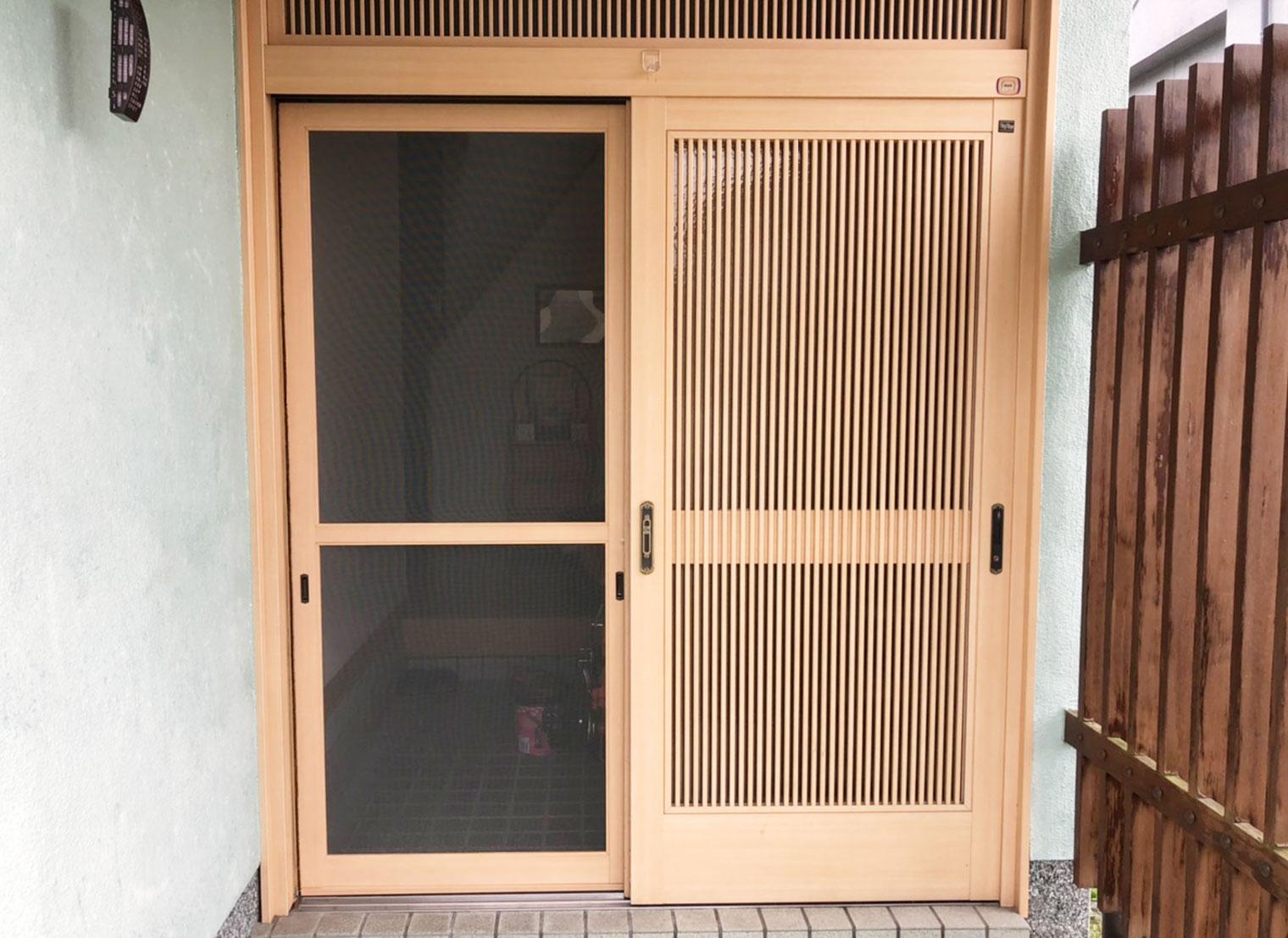 網戸を付けた和風の玄関へ 新鮮で自然な空気を時間を気にしないで取り込めます