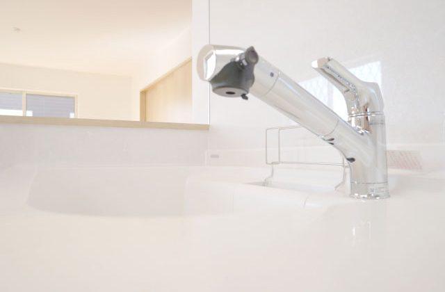 キッチンの水栓金具だけを新品のエコ型混合水栓交換しました(グリーン住宅ポイント対象)